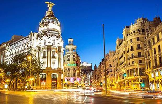 Si te gusta Madrid tanto como a nosotros, no puedes dejar escapar el 20% de descuento que ILUNION Atrium te ofrece. Teatro, Cines, Shopping, Bares... Mad For Madrid Hotel ILUNION Atrium Madrid